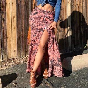 Free people printed salmón long skirt
